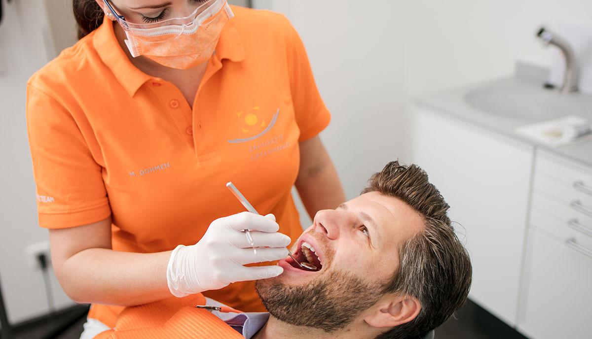 Kontrolle vor der Professionellen Zahnreinigung in Herzogenrath.